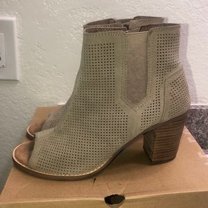 TOMS Stucco Suede Perforated pero toes
